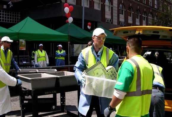 Veolia and the NYC Department of Sanitation recognized for hosting the largest residential household hazardous waste program in the world